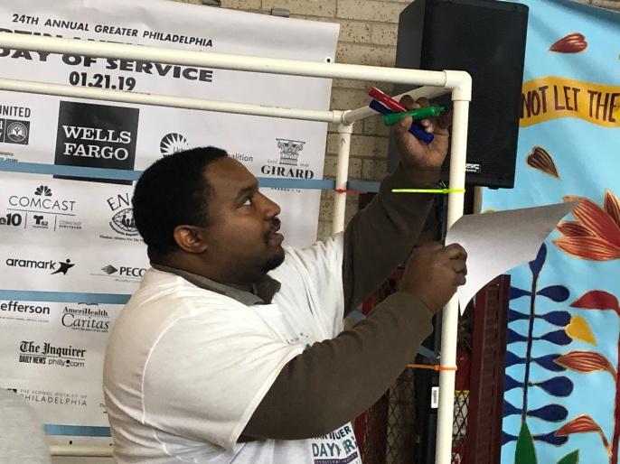 Volunteer building a Dream Booth.